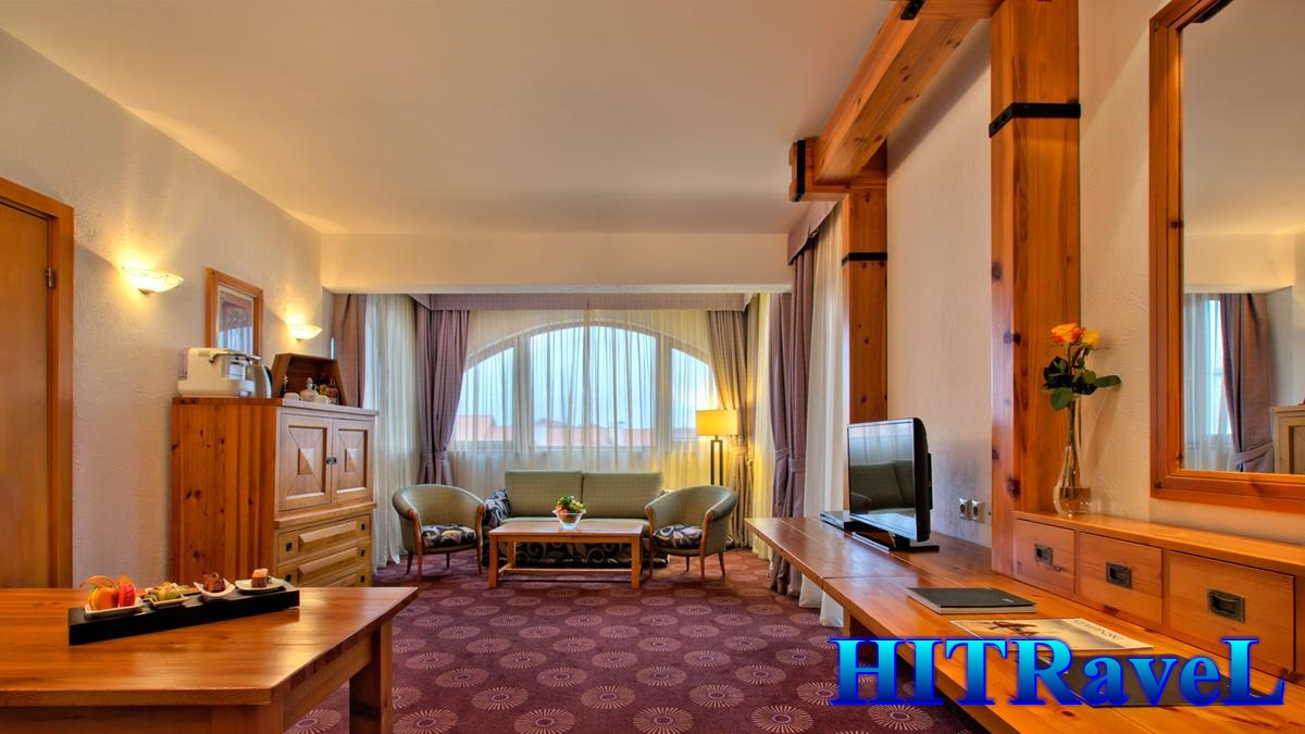 5505watermarked-slider_alpine-suite-living-room-111149original-5